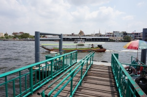 Crossing the Chao Phraya River via longboat